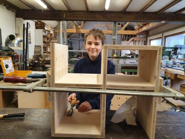 eltern kind kurs-eigenes regal bauen-schreinerkurs-moebel selber bauen