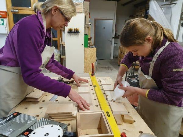 eltern kind kurs-handwerk-schreinerkurs-moebel selber bauen