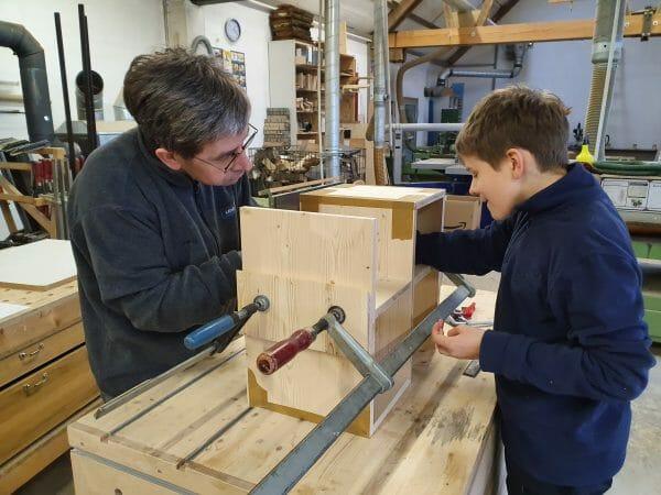 eltern kind kurs-handwerkskurs-schreinerkurs-moebel selber bauen