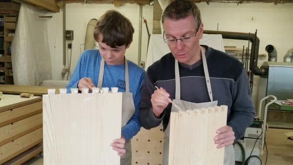 eltern kind kurs-kreative auszeit-schreinerkurs-regal selber bauen