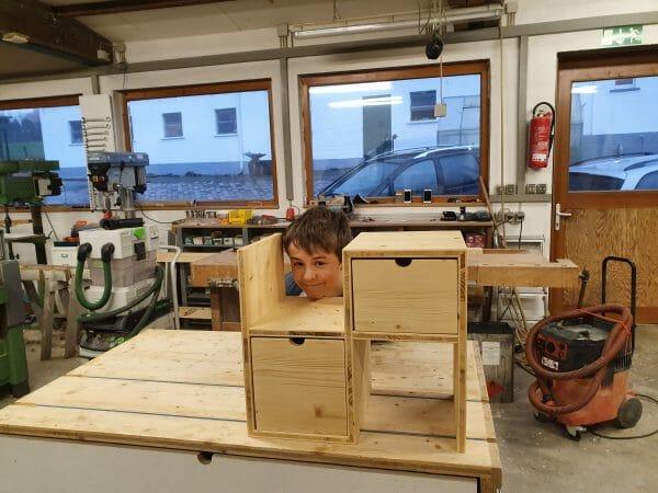 eltern kind kurs-regal bauen-schreinerkurs-arbeiten mit holz