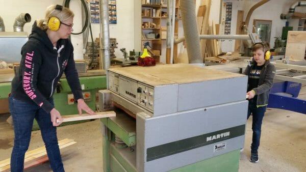 eltern kind workshop-kreative auszeit-schreinerkurs-moebel selber bauen